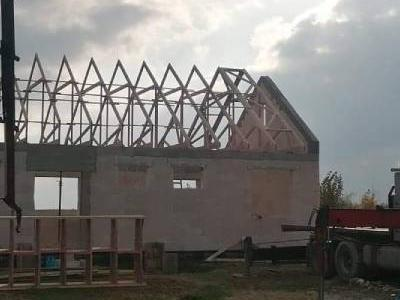 stawianie dachu